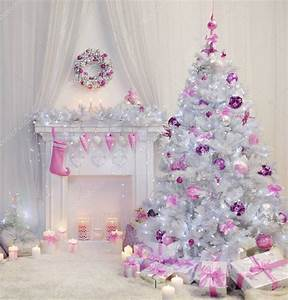 Weihnachtsbaum Pink Geschmückt : weihnachtsbaum interieur xmas kamin in rosa geschm ckt indoor stockfoto inarik 128932552 ~ Orissabook.com Haus und Dekorationen