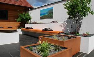 garten lounge mit bepflanzten kubeln sitzbank und With feuerstelle garten mit lounge liege balkon