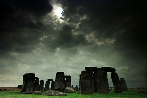 stonehenge skeleton ancient traveler died   famous