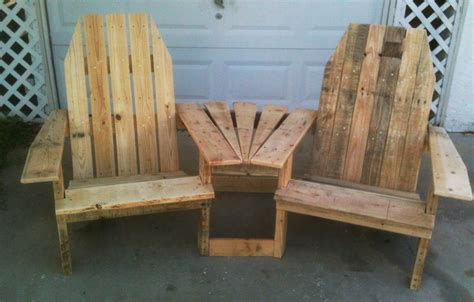 chaise ik a rustic nail for wood table beetwen chair on
