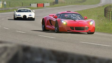 Battle Hennessey Venom Gt Vs Bugatti Veyron Ss At