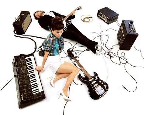 7 band indie indonesia ini mengajak kita menikmati sastra dalam musik. digital magazine: industri musik indie Indonesia