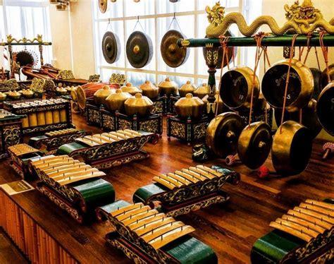 Tangga nada ini juga sering kita temui dalam musik tradisional jawa seperti musik gamelan. 10+ ALAT MUSIK PUKUL Beserta Gambar + Penjelasan LENGKAP