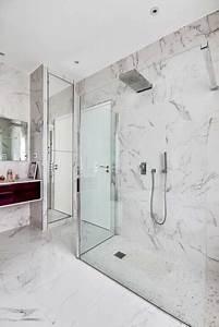 habillee de marbre blanc une salle de bains intemporelle With carrelage marbre salle de bain