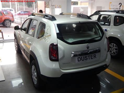renault duster 2017 white duster car white colour renault duster car pictures