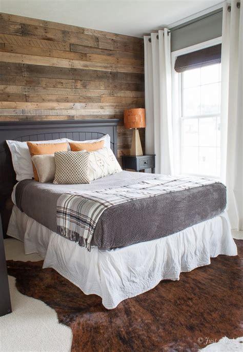 teen bedroom pallet wall   decorating bedrooms