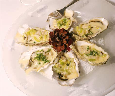 Pocher En Cuisine - entrée facile huîtres chaudes à la fondue de poireaux