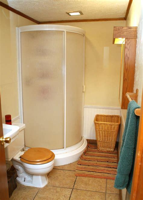 simple bathroom designs picture1 Small Room Decorating Ideas