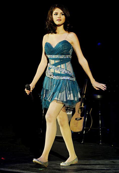 pictures selena gomez performing   london
