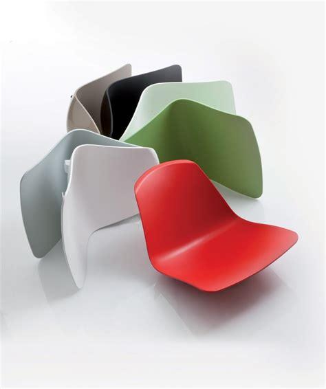chaise coque plastique epoca chaise à bascule monocoque luxy cuir bois et plastique