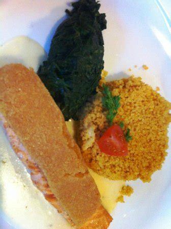 restaurant le bureau neuch el saumon couscous et épinards photo de restaurant le