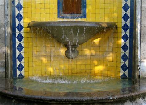 mexicantilescom fountain  blue harlequin