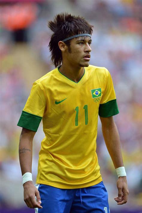 nejˈmaʁ dɐ ˈsiwvɐ ˈsɐ̃tus ˈʒũɲoʁ; Neymar scores in Brazil victory | The Chronicle