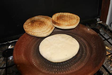 recette algérien cuit dans un tajine en terre cuite sur voyage par le palais de