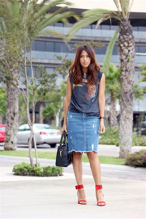 20 Modern Ways to Style a Denim Skirt for Spring | StyleCaster