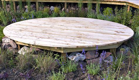 nivrem faire une terrasse en bois brut diverses id 233 es de conception de patio en bois