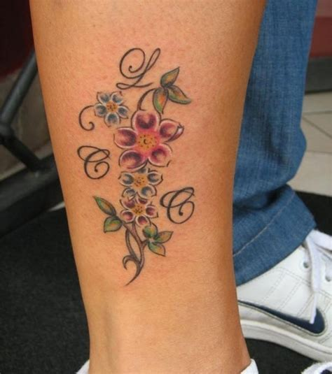 tatouage prenom femme 46 best images about on flower foot ankle tattoos and vine tattoos