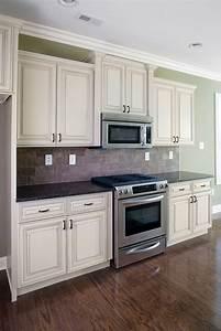 Heritage madison white kitchen cabinet pictures for Kitchen colors with white cabinets with beauty shop wall art