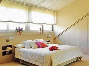 Bett Kissen Deko : 38 tolle und behagliche schlafzimmer im dachgeschoss praktische ideen ~ Markanthonyermac.com Haus und Dekorationen