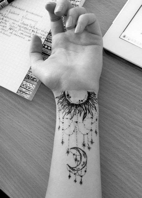 Komplizierte Arm Moon Tattoo mit Designs., #tattoo #tattooidea #tattoos #tattoosart #
