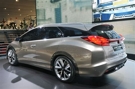 honda civic tourer concept shows  shape  european