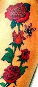 Rosen Tattoo Klein : blumen tattoo fotogalerie farbig und schwarz wei ~ Frokenaadalensverden.com Haus und Dekorationen