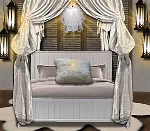 Lanterne Deco Interieur : une chambre clair e la lanterne floriane lemari ~ Teatrodelosmanantiales.com Idées de Décoration