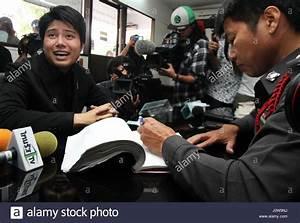 Nachbarn Schriftlich über Party Informieren : bangkok thailand 16 mai 2017 erben von der volkspartei und die studentische aktivistinnen ~ Frokenaadalensverden.com Haus und Dekorationen