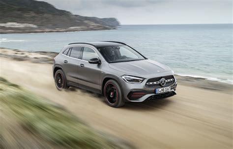 You can choose from cosmos black metallic, jupiter red, denim blue metallic, night black, iridium silver metallic, polar. Mercedes GLA, un nouveau SUV compact pour 2020