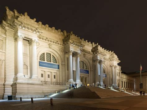 picture of metropolitan museum in new york city usa