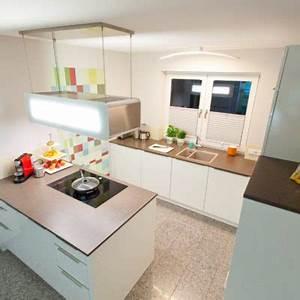 Küche Arbeitsplatte Granit : design k che in wei mit k chenblock granit arbeitsplatte berbel dunstabzug k chenhaus ~ Markanthonyermac.com Haus und Dekorationen