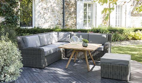 canape d angle moderne aménager un salon de jardin bas pour s 39 y détendre