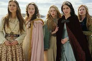 Reign Costumes We're Currently Loving - Outfit Ideas HQ