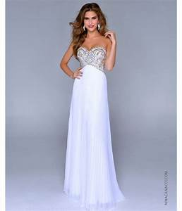 Gorgeous Prom Dresses That Will Make You The Prom Queen ...