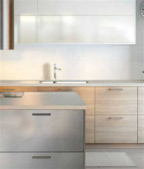 ikea grevista cuisine avec faces de tiroirs en acier