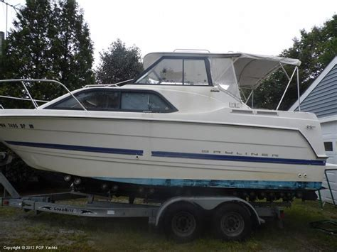 2006 Used Bayliner 242 Classic Express Cruiser Boat For