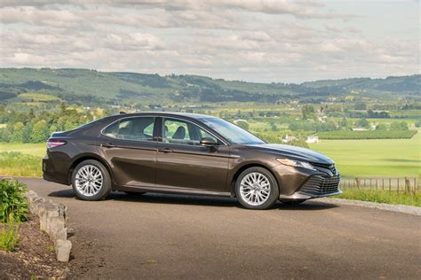 Toyota Camry Hybrid Picture by 2019 Toyota Camry Hybrid Xle Review Steady Comfortable