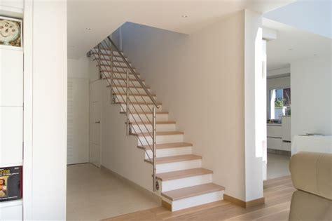 renovation cuisine bois escalier droit design intérieur contemporain escalier