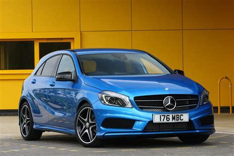 Des phares à del multifaisceaux et un éclairage d'ambiance de 64 couleurs. Mercedes A-class by CAR Magazine
