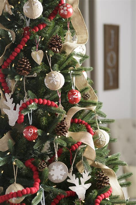 create  classic christmas tree white  red