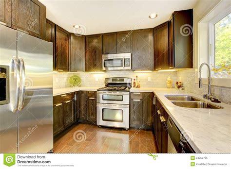 cuisine brun et blanc cuisine neuve de luxe moderne de brun foncé et de blanc
