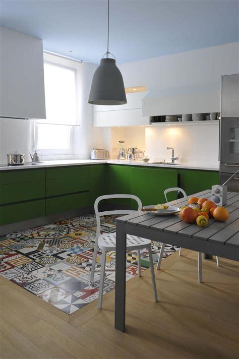 cuisine st paul cuisine laquée mate sans poignée profondeur des couleurs explosivité des tonalités atelier de