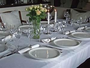Tisch Und Teller : tisch decken so geht 39 s ~ Watch28wear.com Haus und Dekorationen