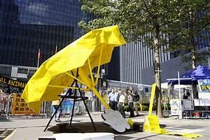 Hong Kong, yellow umbrellas, and the blame game