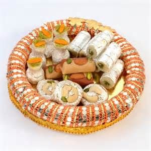 wedding anniversary gifts for friends gorgeous shaped thali with