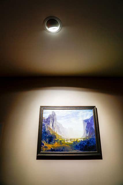 led aimable ceiling spot light  highlight artwork