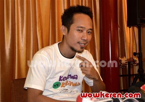 Hamil Muda Vina Foto Denny Cagur Merilis Single 39 Kecewa Vs Ketawa 39 Foto