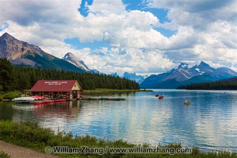 Maligne Lake and high mountains in Jasper National Park ...