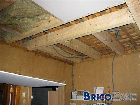 pose plaques de pl 226 tre sur lattis bois plafond