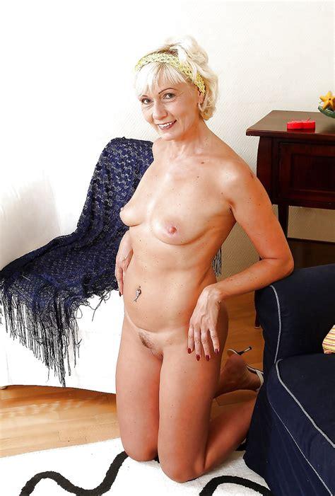 amateur milf pictures horny amateur mom granny milfs